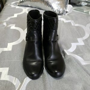 5be41fcd171 Black leather Munro ankle boots booties